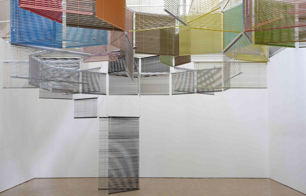 Haegue Yang, Escaping Transparency, 2011, Installationsansicht aus Teacher of Dance, Modern Art Oxford, Oxford, Großbritannien, 2011, Courtesy Tiroche DeLeon Collection & Art Vantage Ltd. © Stuart Whipps